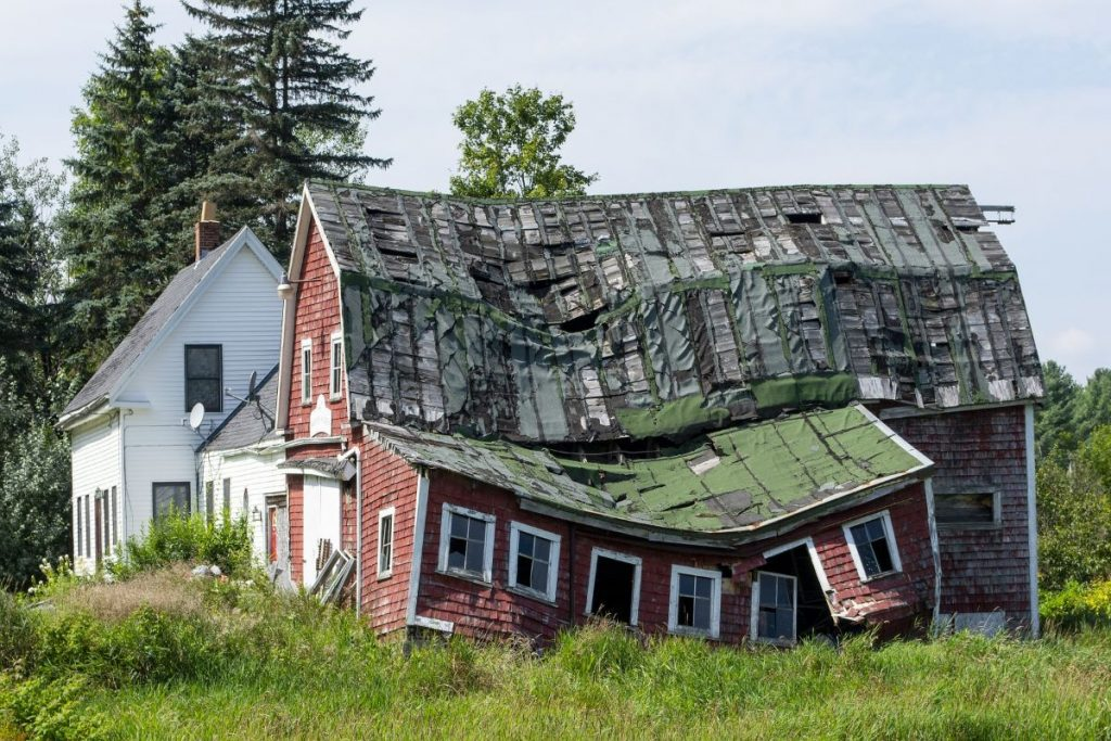 5 Warning Signs of a Potential Roof Collapse