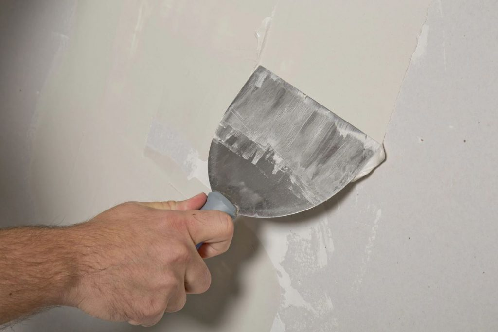 How to Patch Tough Holes in Drywall in 7 Steps