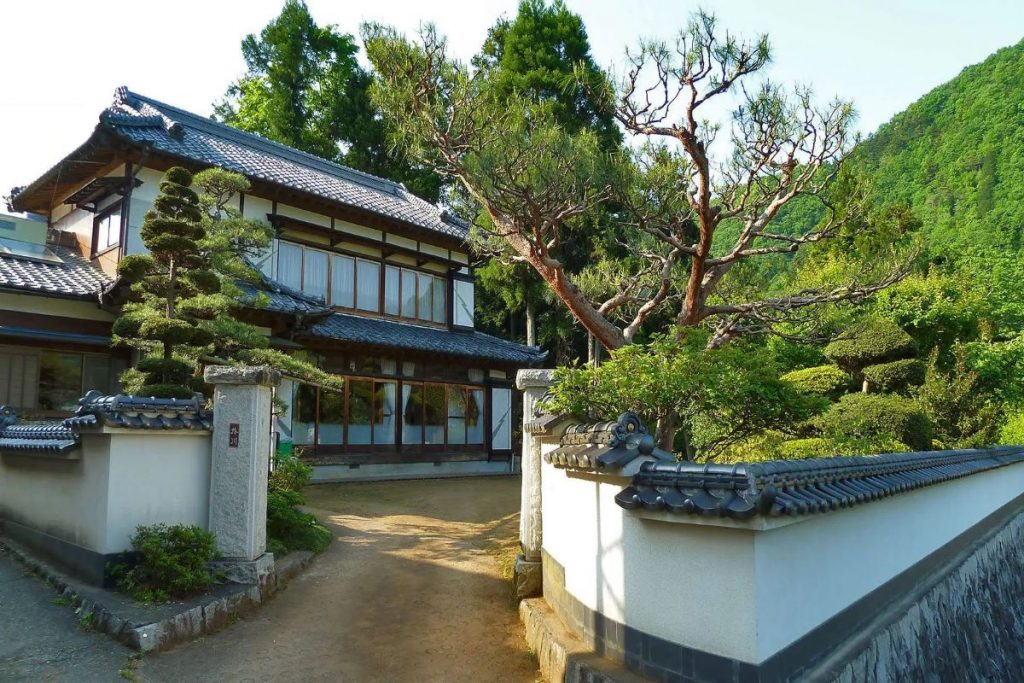 The Trademark Features of Traditional Japanese-Inspired Homes