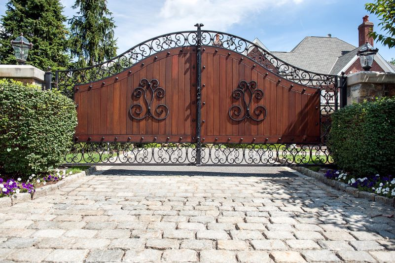 Tips to Choose the Best Driveway Gate Design for Your Home