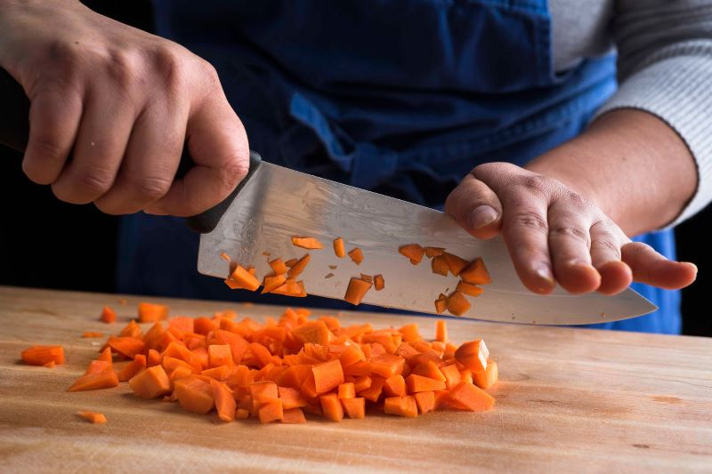 8 Quick & Dirty Tips to Help You Deal With Knife Cuts in the Kitchen