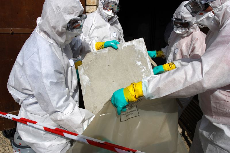 How to Choose the Right Asbestos Removal Service for Your House