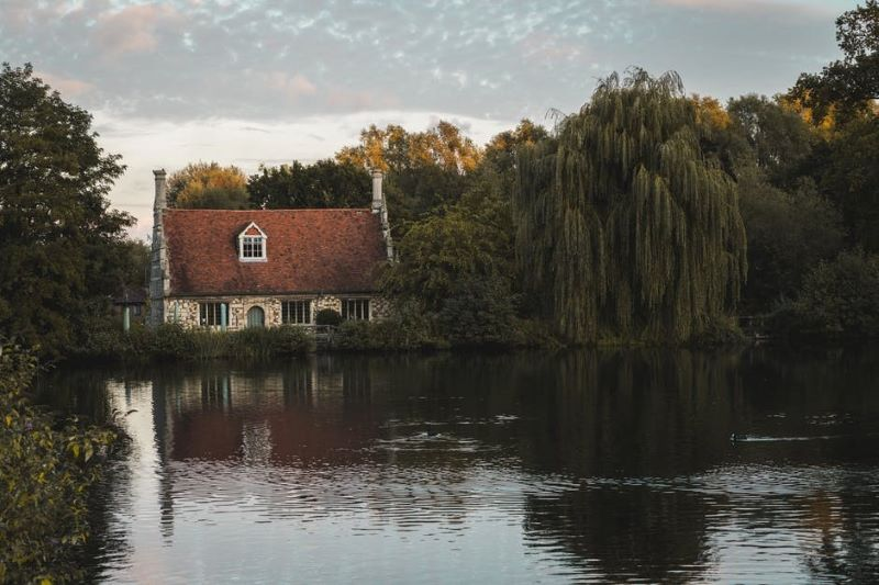 Buying a Lake House 5 Tips for Choosing the Right One