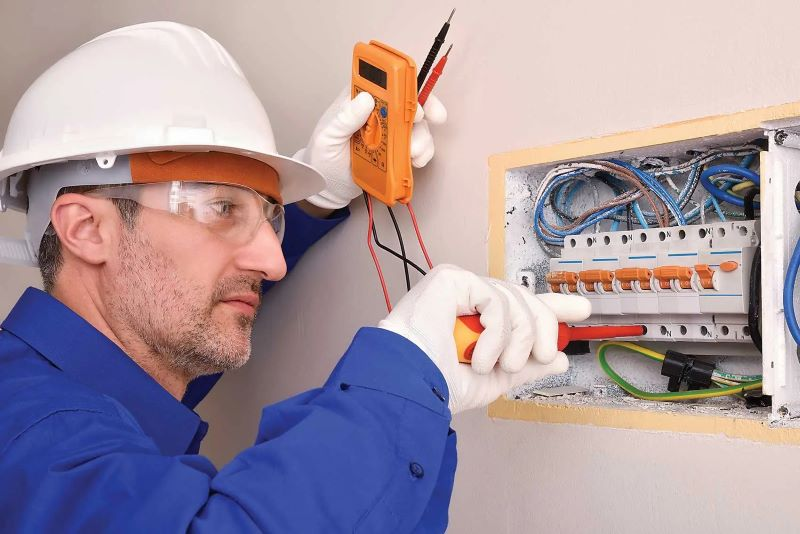 Top Most Electrician Safety Tips